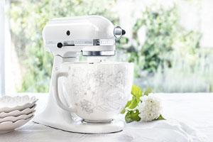 KitchenAid Artisan Sondermodell in weiß mit Keramikschüssel, floral verziert / Blumenmuster